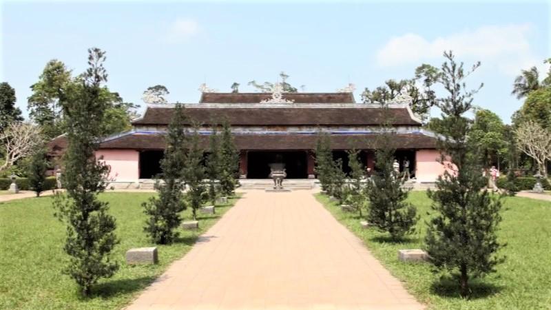 Dai Hung Sanctuary - Thien Mu Pagoda