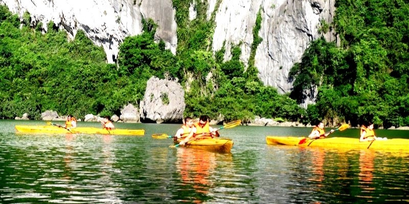 Ha Long Bay - Trip memories 2013 with FPU students